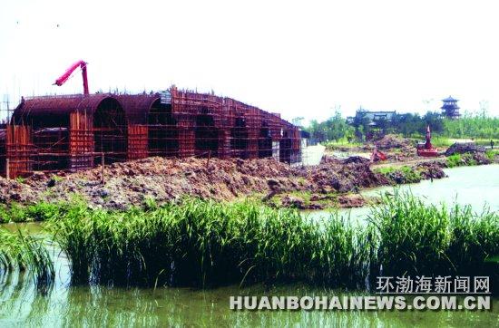 湖公园修建大型拱桥