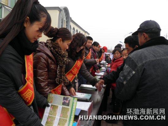 """唐海四农场开展文化科技卫生""""三下乡""""活动"""