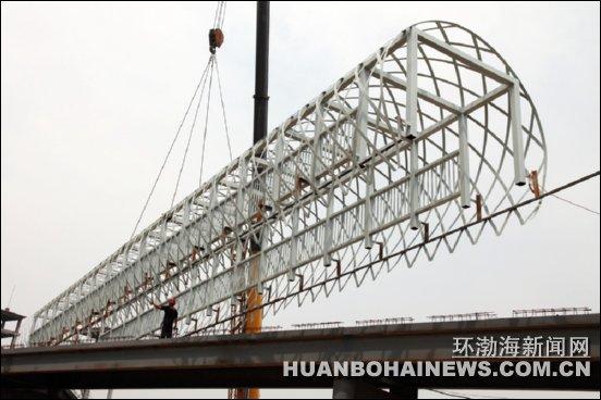 圆弧形钢结构长廊整体吊装
