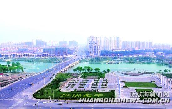 """滦南县作为全省32个中等城市试点之一,今年以来通过开展""""城镇建设提升年""""活动,按照""""一带两轴双环三区""""的发展格局,着力加强城市建设,展现县城新形象。图为""""一带"""",即北河水城文化观光产业带两侧的美丽风光。   冯灵艳韩双安摄"""