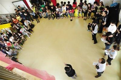 北京幼师长期殴打幼童新证:3孩子2分钟挨7脚