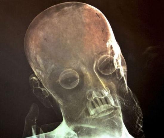 墨西哥18世纪耶稣雕像中发现真人牙齿(图)