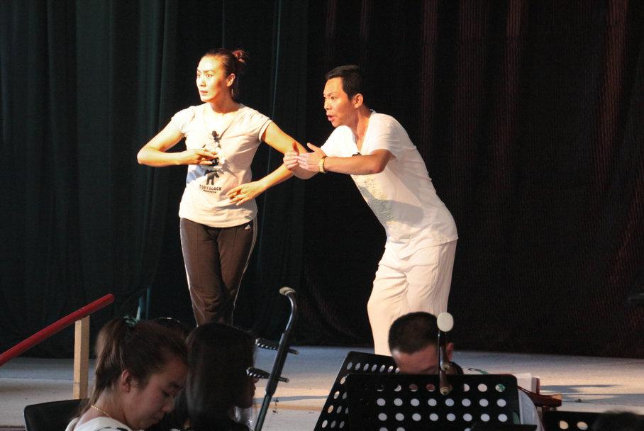 迎中国评剧艺术节 唐山评剧团加紧彩排《榆钱谣》。