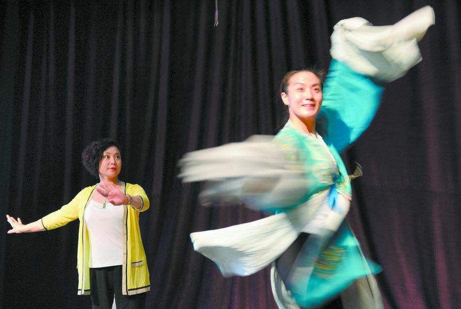 唐山市评剧团新编古装评剧《榆钱谣》完成彩排。