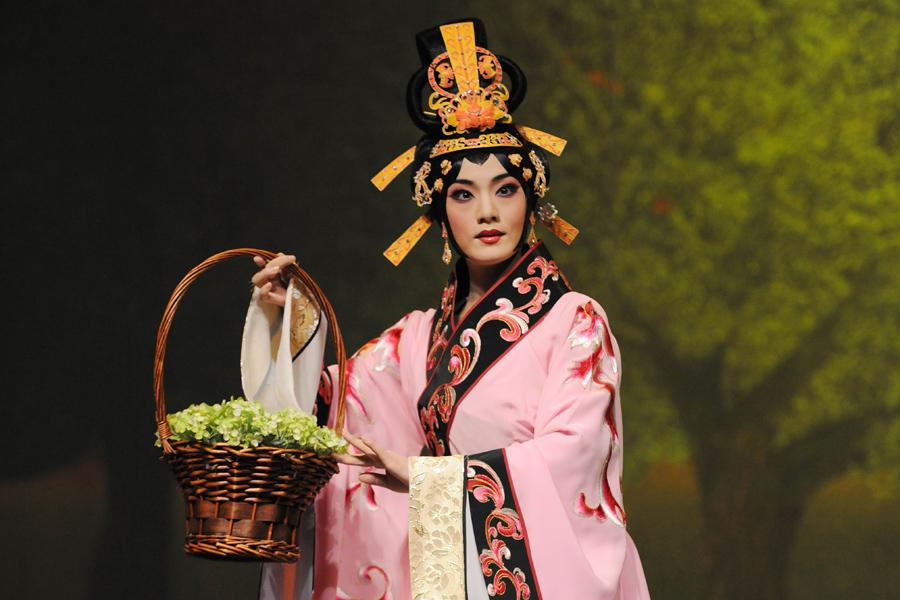 唐山市评剧团《榆钱谣》。