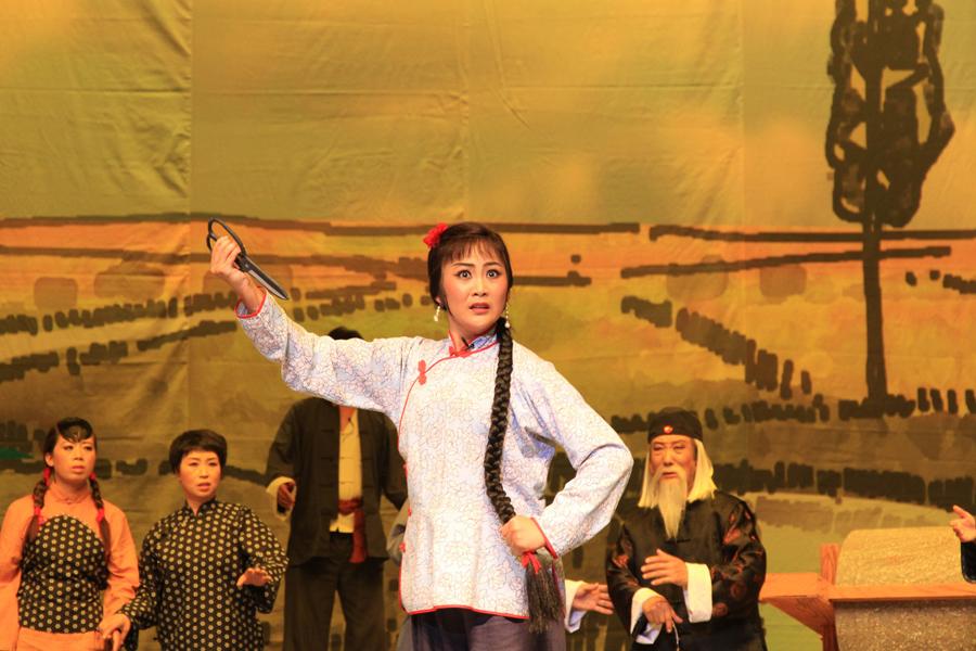 河北省滦南县成兆才评剧团《杨三姐告状之后》。