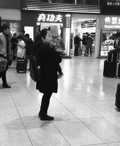 """""""买票差钱族""""频在车站骗同情 旅客怨声载道(图)"""