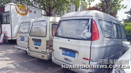 """抗震纪念碑广场有多辆""""僵尸车"""""""