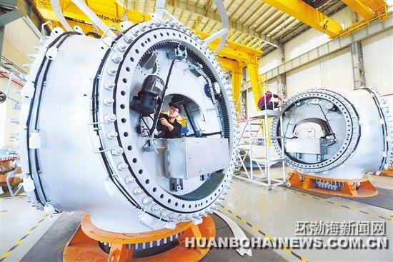的上海电气风机制造基地生产车间一景.刘江涛 摄-乐亭大力发展装