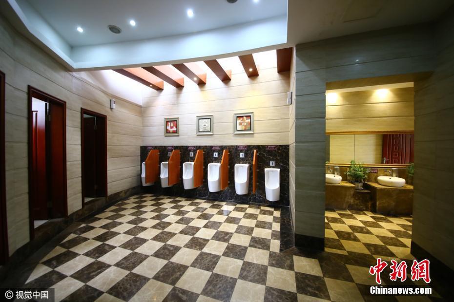"""重庆现""""五星级""""豪华公厕 耗资80万元占地150平"""