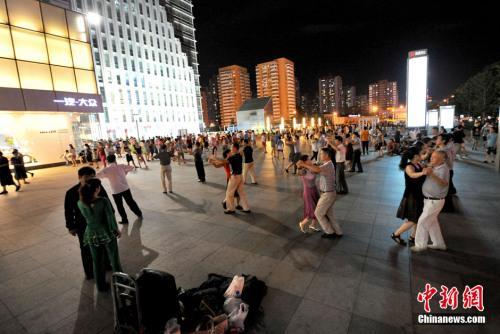 广场舞纠纷频现老人的健身娱乐何处安放?