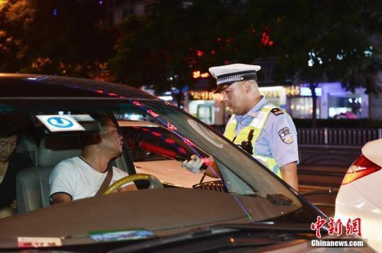 中国代驾年订单数超2.53亿 北上广全职代驾月入过万
