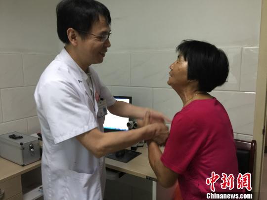 """福建晋江""""零红包""""医院 退不掉的""""红包""""充患者就诊卡"""