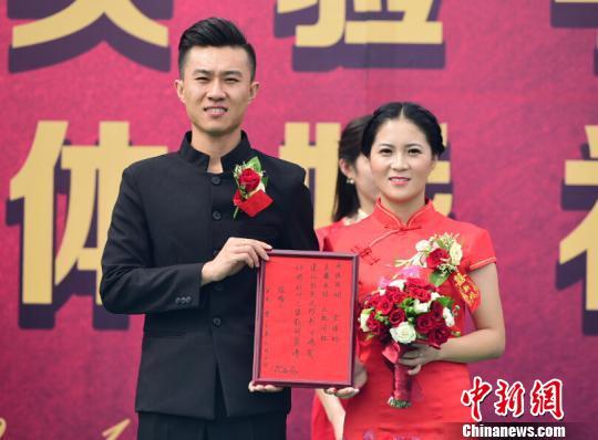 """河北在教师节举办""""民国风""""教师集体婚礼"""