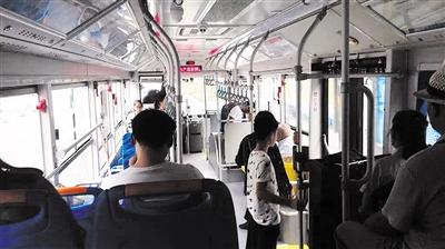 """秦皇岛60辆14米长的公交""""巨无霸""""将陆续投入使用"""