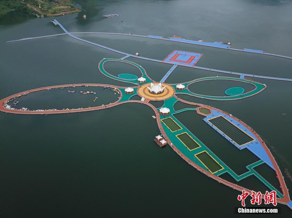 航拍贵州红水河漂浮栈道 宛如巨型蝴蝶