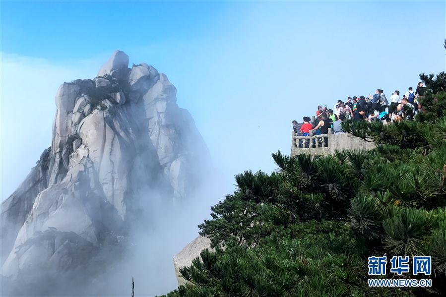 安徽天柱山:云雾缥缈 引人入胜
