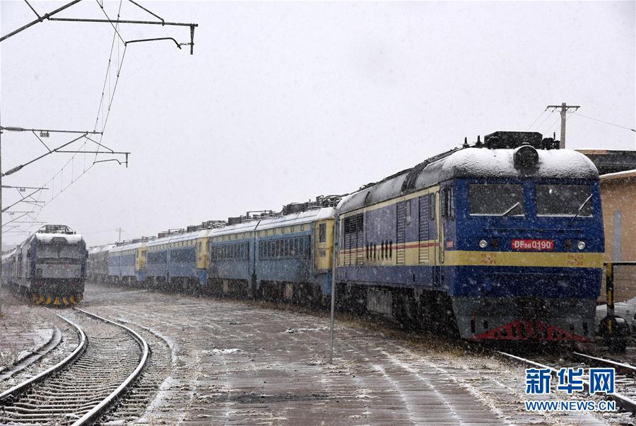 内蒙古甘肃等地出现降雪