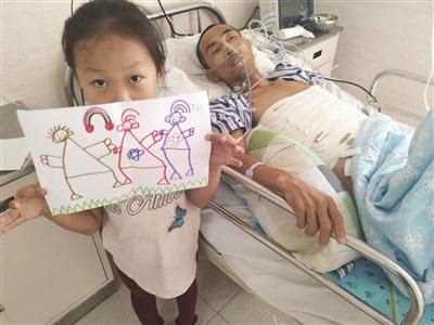父亲重病5岁女童欲卖画救父 每张画里都有一家三口