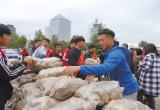 义卖土豆45吨 唐山爱心人士情暖承德六合店村民(图)