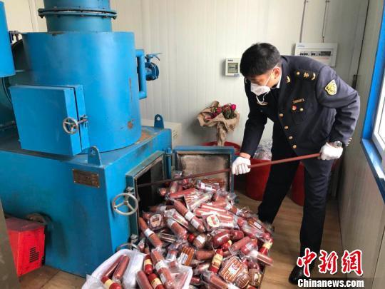 中国北疆公开销毁27批次进境俄香肠制品