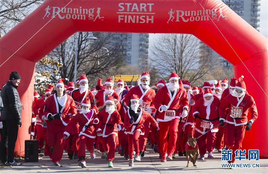 """""""圣诞老人""""来赛跑"""