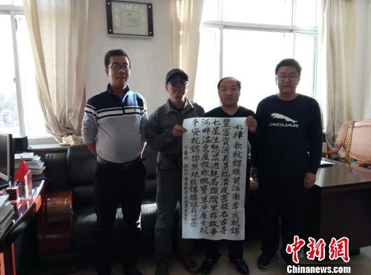 历时113天 六旬退休教授徒步走遍内蒙古