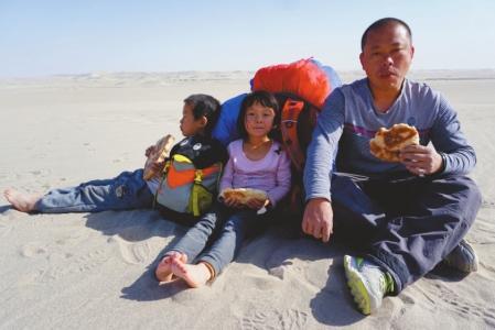 """""""中国最小背包客""""徒步罗布泊6天 哭着与同伴返回"""