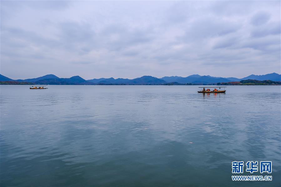 """冬日西湖呈现""""多彩画卷"""""""