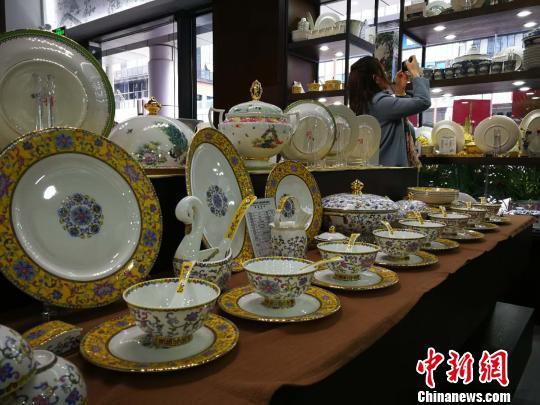 """来自鄱阳湖边的80后在广州""""玩瓷""""的美好生活"""