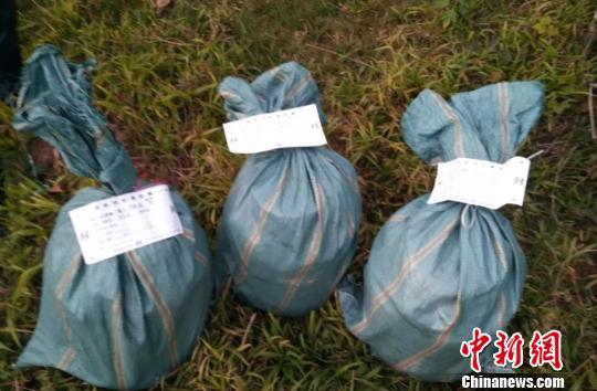 三男子丢弃毒品逃命 云南警方编织袋内查获冰毒逾60公斤