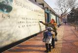 正规的博彩官网:街头橱窗弘扬中华传统文化(图)