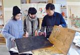 木版年画传人在南湖世博园民俗园展出做品(图)