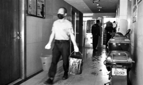 楼道烧纸钱处理不当引发火灾 楼上91岁奶奶不幸身亡