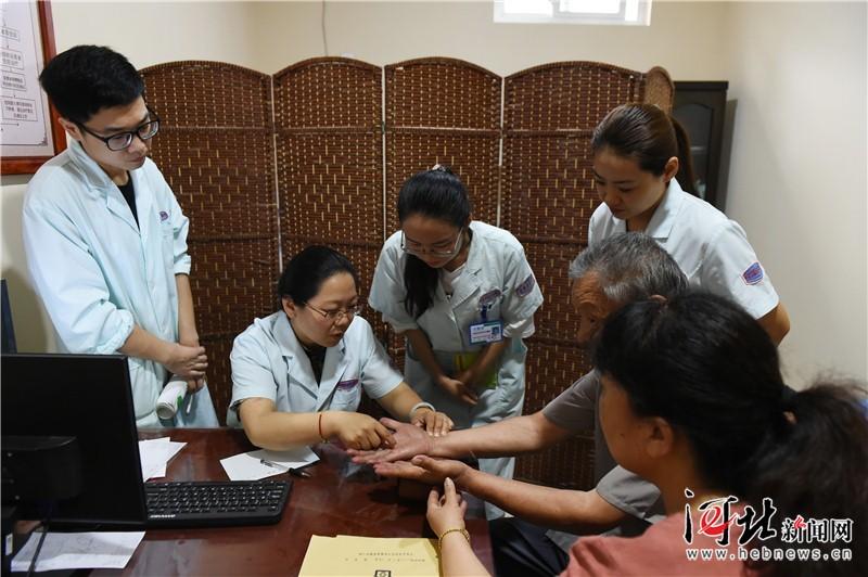 石家庄基层社区建立首席医学专家工作室(图)