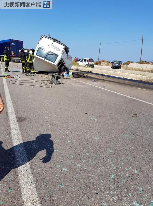 意大利南部发生一起车祸 致12名外国农场工人死亡