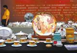 花纸作品《重生》:烧制在瓷器上的唐山精神(图)