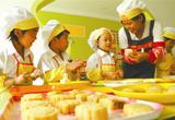 教孩子做月饼 体验传统文化(图)