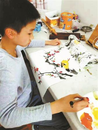 姑姑为抚养侄儿放弃成家 13岁少年卖画救姑感动网友