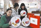 唐山:吉祥喜庆骨质瓷迎接新年到来(图)
