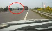 视频|什么操作?一女司机高速上想搬开护栏掉头
