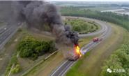 惊险!一货车高速起火,汉沽消防高速逆行施救......
