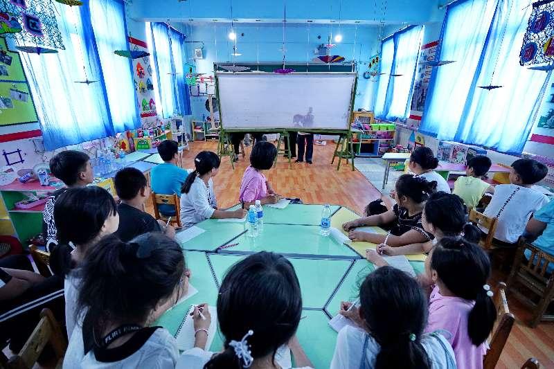 滦州皮影戏小课堂丰富留守儿童暑期生活(组图)