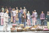亚博足球官网:市委理论学习中心组成员集中观看河北梆子《李保国》