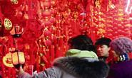 春节将至年味浓,唐山市民选购春节饰品