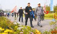 开平区在唐山花海举行走绿道健康行活动