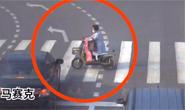 视频|唐山:监控记录女子骑车闯红灯被撞瞬间
