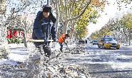 凌晨出动!唐山环卫部门全力清除道路积雪