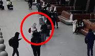 """警惕!男子在火车站以""""换钱""""名义专挑年轻女性诈骗"""