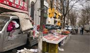 朝阳西道两侧商家花式占停车位现象反弹